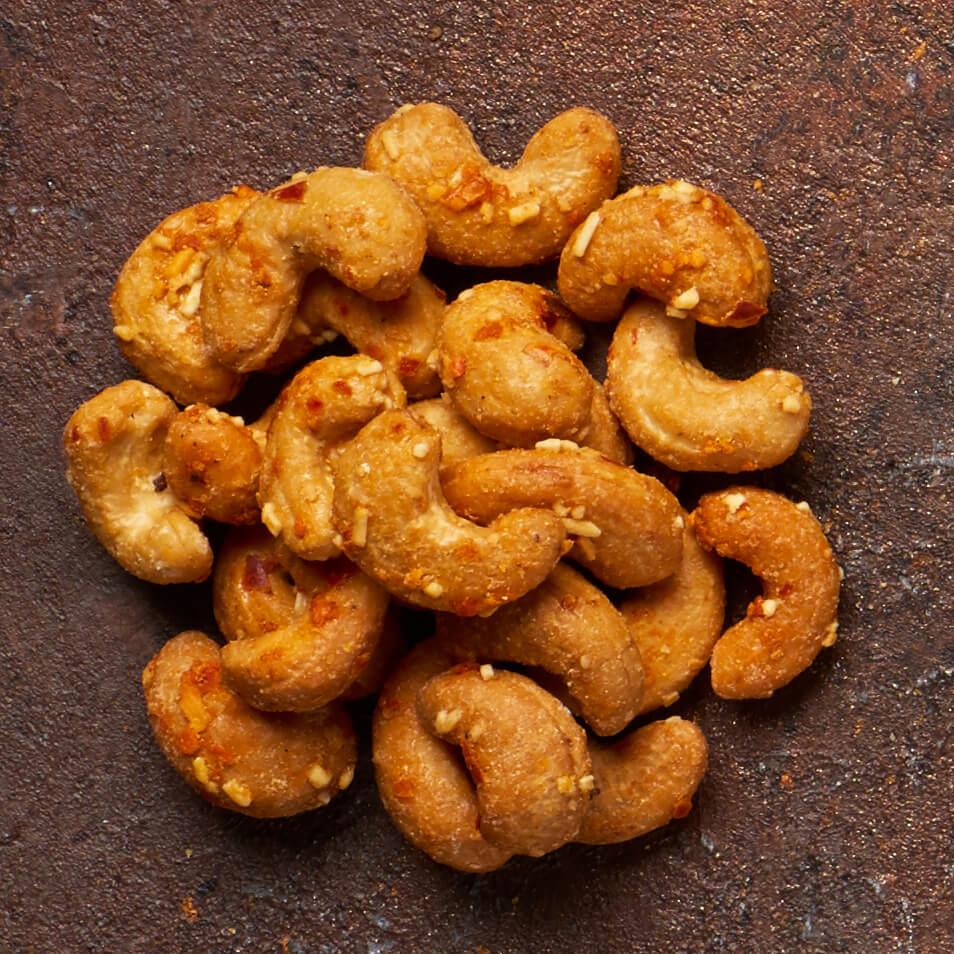 Indijski oreščki s sirom & čilijem Tasty, 150 g